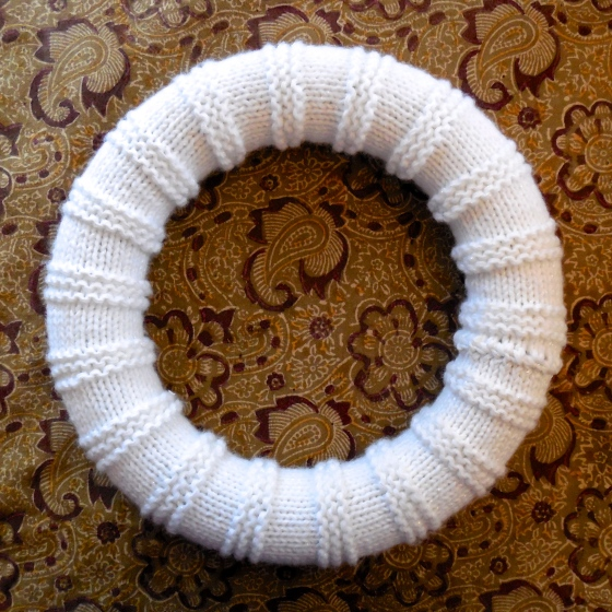 wreath, knitted, knitting, knit, snowball, christmas, holiday, pompom, pom,