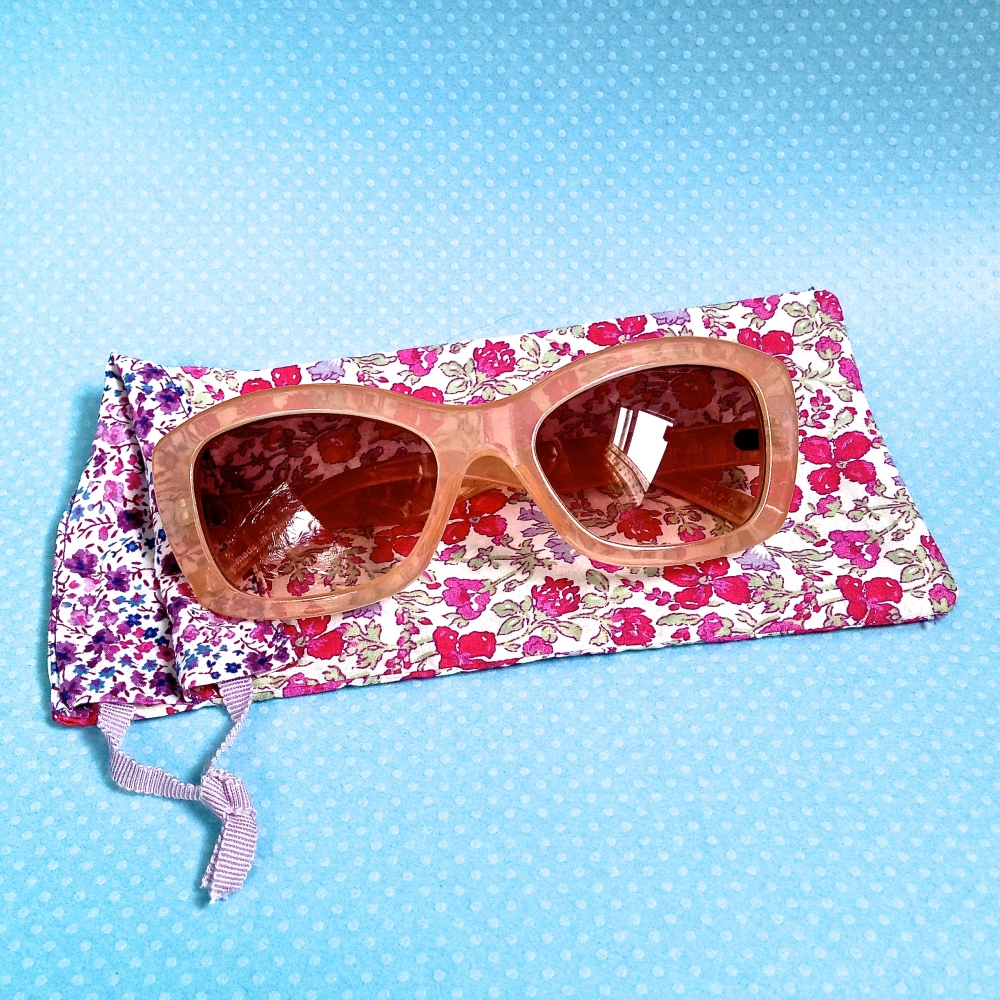 Free Pattern: Reversible Liberty Print Sun Glasses Case (2/6)